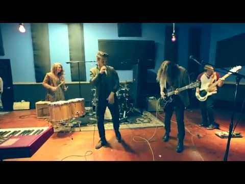 Thick as Thieves - Love Me Blind (Live From Swinghouse Studios)