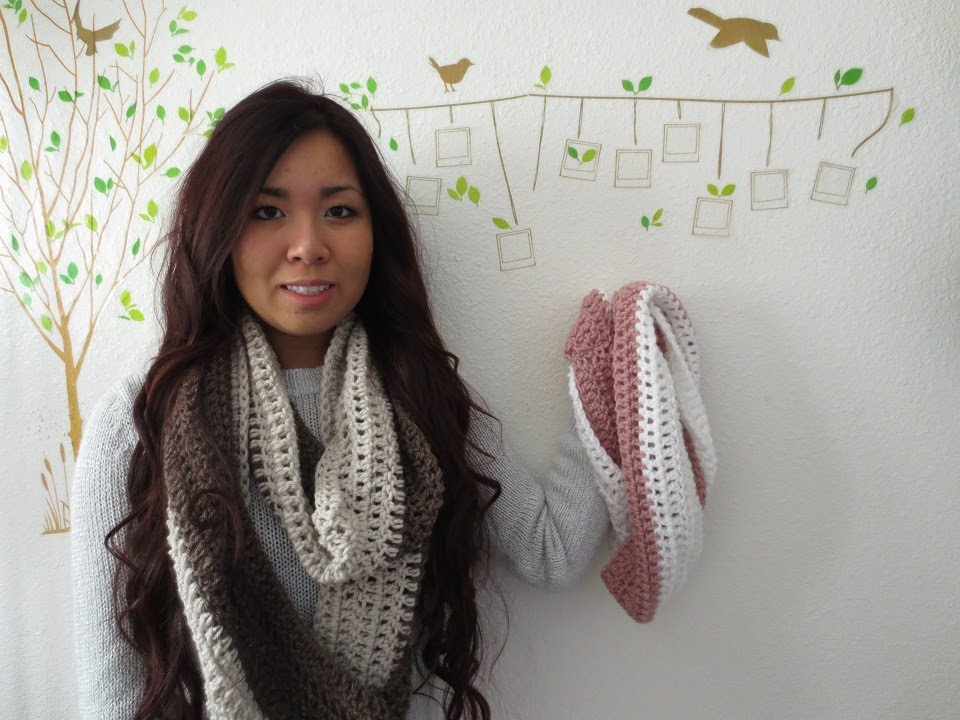 DIY: Easy 2 Color Circle Scarf Crochet Tutorial - YouTube