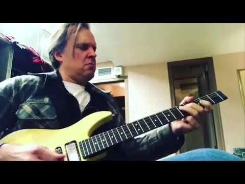 Joe Bonamassa - Some backstage Steinberger fun in Cleveland Ohio