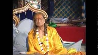 Radhey Radhey Radhey Shree Radhey - Kirtan with Jagadguru Shree Kripalu Ji Maharaj