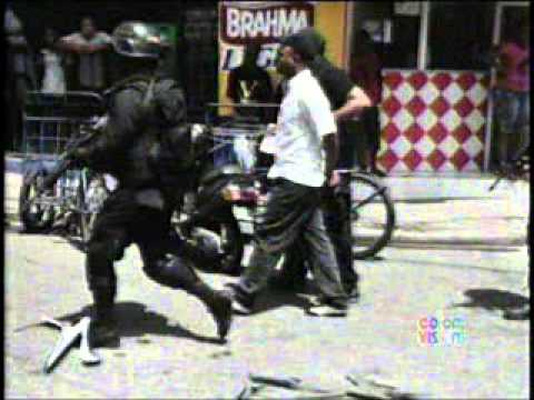 Fotocrónica....La DNCD metía en los barrios