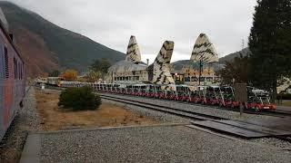 아우라지역에서의 정선풍경열차가 레일바이크 끌고감