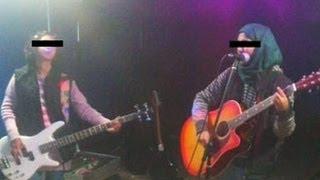 Video Dukhtaran-e-Millat chief backs Fatwa on all-girl rock band in Kashmir download MP3, 3GP, MP4, WEBM, AVI, FLV November 2017