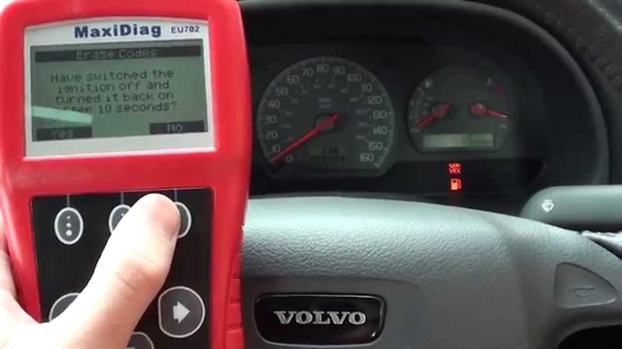 Autel EU702 Remove & Diagnose Volvo S40 V40 Engine Warning ...