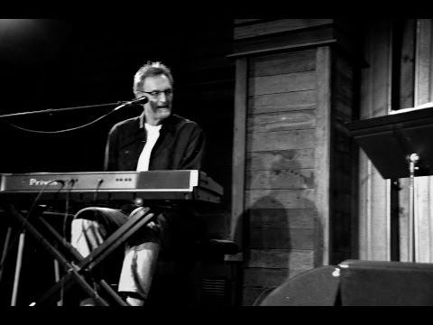 Songwriter Mike Reid performs  Bonnie Raitt