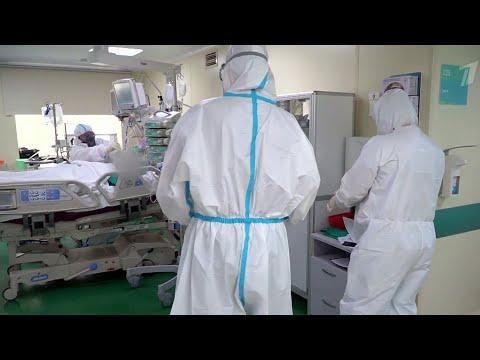 В России борющиеся с коронавирусом медики смогут выходить на пенсию раньше.