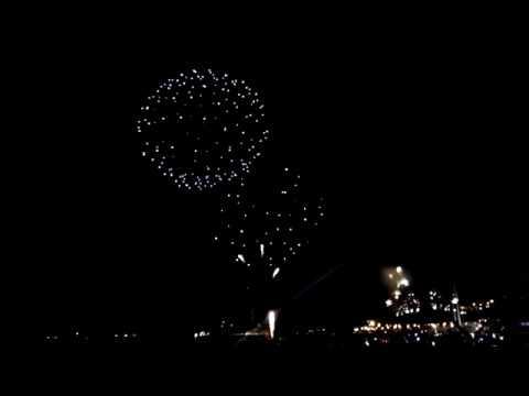 Feliz Ano Nuevo Fuegos Artificiales En El Mar Vina Del Mar Djkire