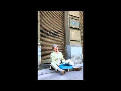"Bartolo Musil sings ""Une île"" (Serge Lama)"