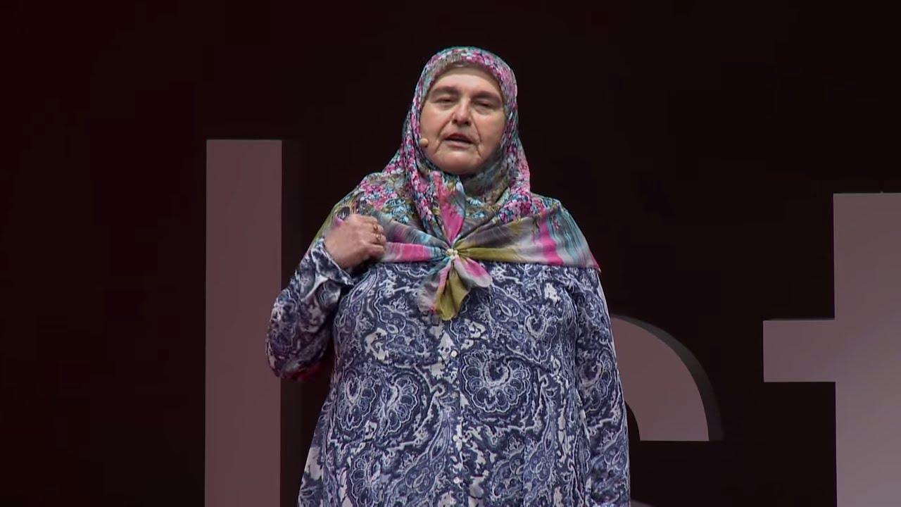 Bana Bakıp Bu Teyze mi Gezmiş Diyorlar? | Gezgin Teyze Ayşe Kurucu | TEDxIstanbul
