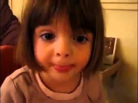 une petite fille trop mignonne raconte une histoire youtube. Black Bedroom Furniture Sets. Home Design Ideas