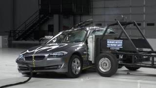 2011 BMW 5 series side IIHS crash test
