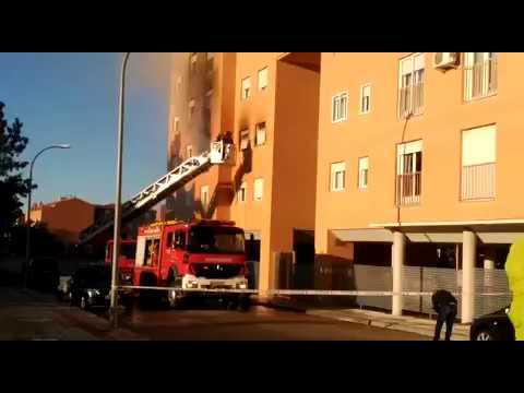 Actuación Bomberos Incendio Calle Fuenlabrada