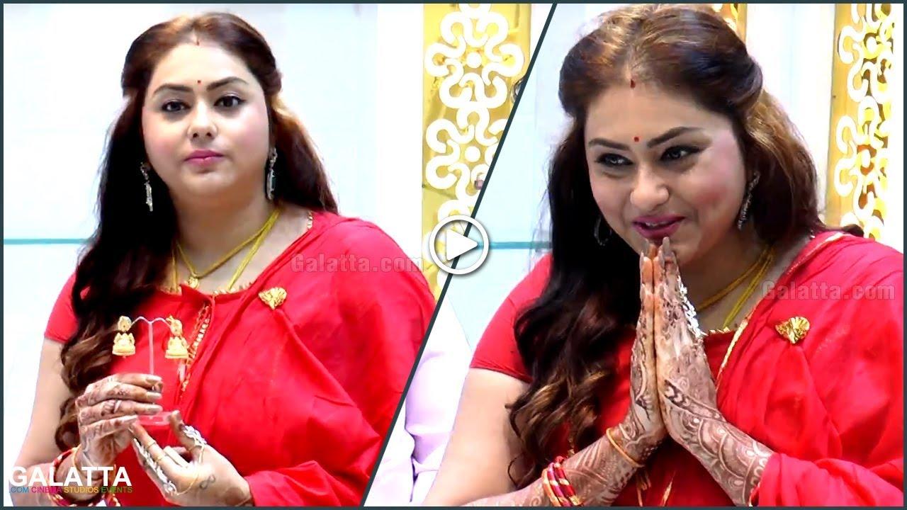 newly-wed-namitha-at-jewelry-shop-opening-in-traditional-wear
