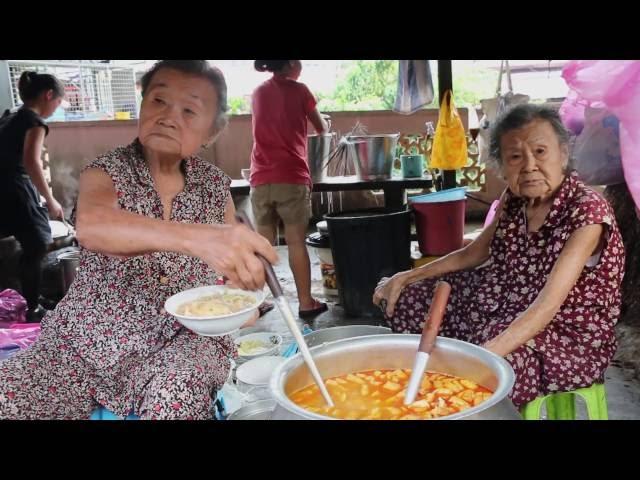 Behind Mee: Penangs Curry Mee Sisters