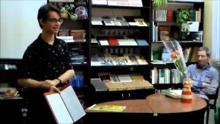 Михайло Шеремет читає свої вірші в бібліотеці