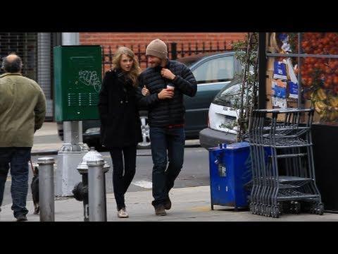 Before the Break-up: Taylor Swift & Jake Gyllenhaal Walking in Brooklyn