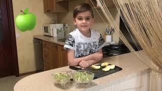 Тимофей на кухне. Готовим фруктовый салат. Простые рецепты для детей.