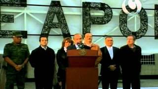 FCH develó el anuncio ¡No más armas! O ¡No more weapons!