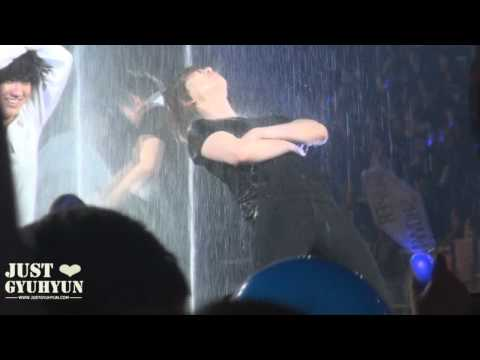 【JustGyuhyun】120205 Super Show 4 in Taipei - Encore Playing with water