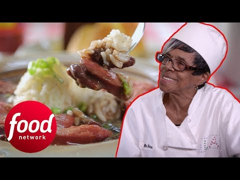89 Year Old Lady Runs A Restaurant Where Love Is The Main Ingredient | Diners, Drive-Ins & Dives