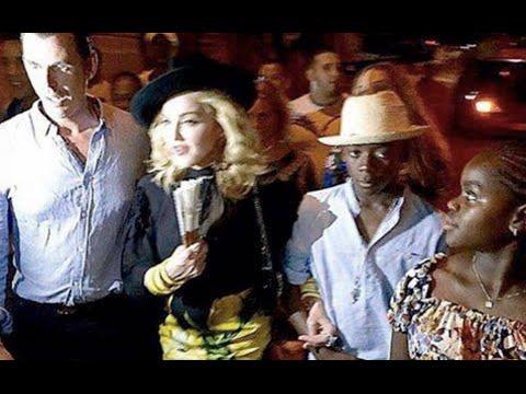 Madonna pasea por las calles de La Habana, Cuba