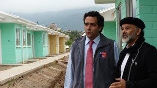 Alcalde y Director de SERVIU visitan obras de construcción de viviendas para adultos mayores.