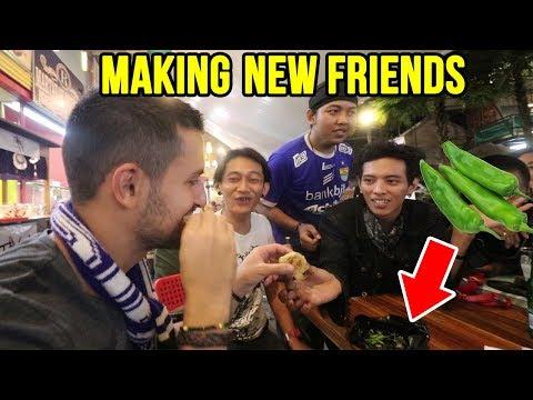 Sudirman NIGHT MARKET Bandung Dengan Teman-teman Indonesia Yang Baru