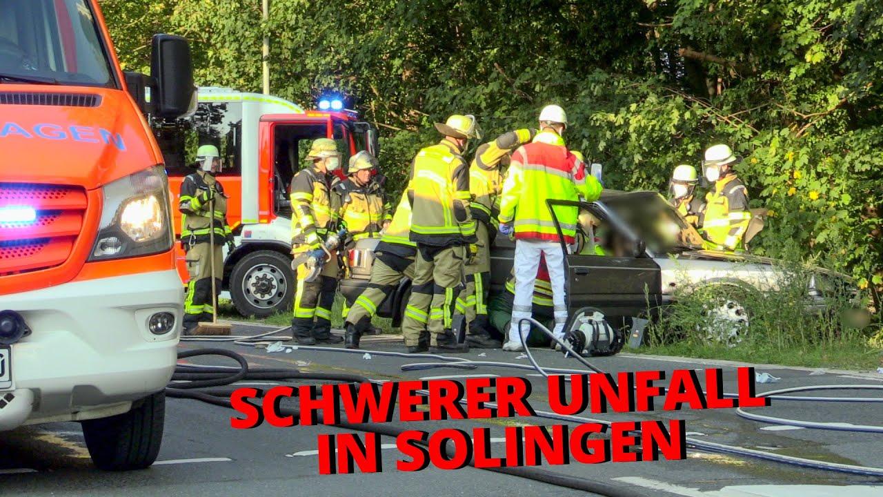 [SCHWERER UNFALL MIT EINGEKLEMMTER PERSON] - Technische Rettung | 4 Verletzte | Feuerwehr Solingen -