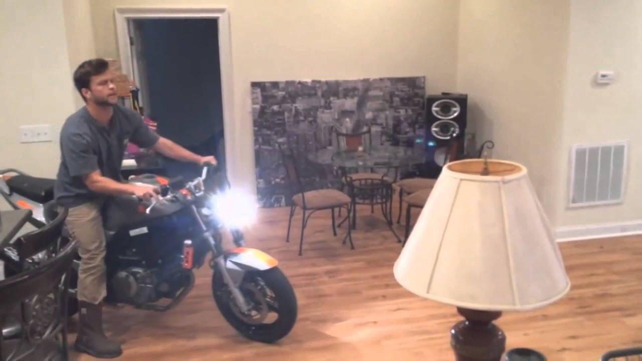 Дебил на мотоцикле