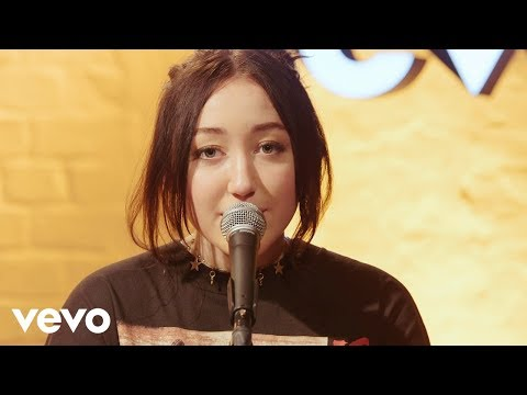 Noah Cyrus - Almost Famous (Live - Vevo Exclusive)