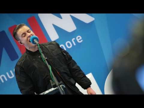 MNM: Loïc Nottet - Million Eyes (live)
