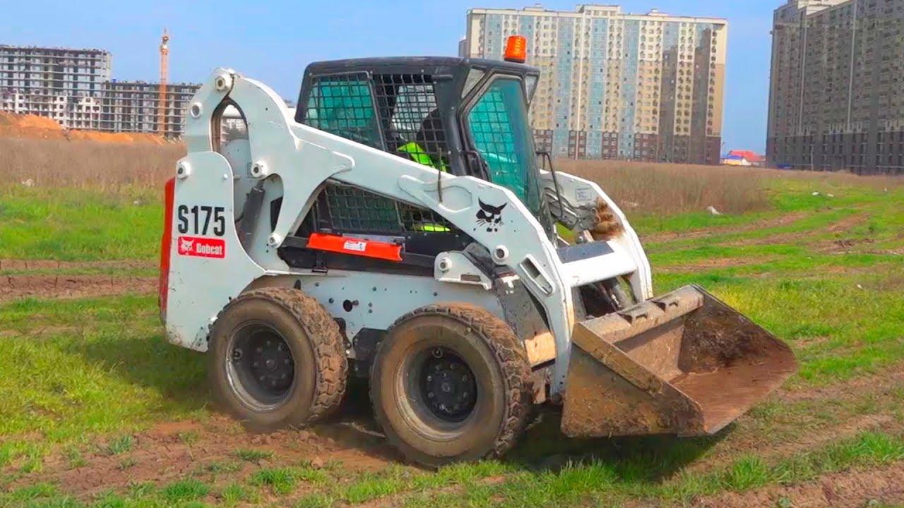 Tractor mini loader is broken down
