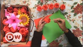 Çiçek alacak parası olmayanlara kağıttan çiçek - DW Türkçe