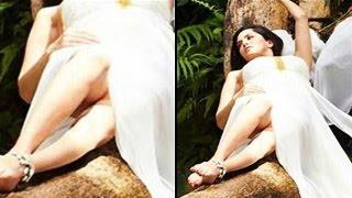 Sunny Leone CAUGHT PANTYLESS | Bollywood Wardrobe Malfunctions |