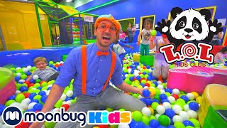 Blippi Visita un Patio de Juegos Cubierto  Vídeos Educativos para Niños | Moonbug Kids en Español