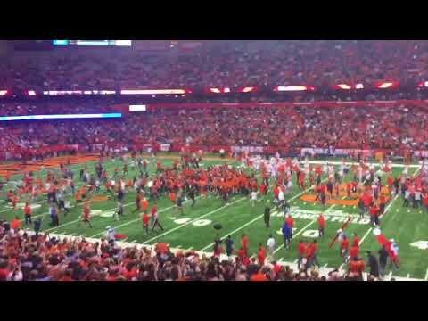 Syracuse football fans rush field after upset over No. 2 Clemson