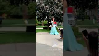 Dad improvises with daughters prom pictures || Viral Video UK