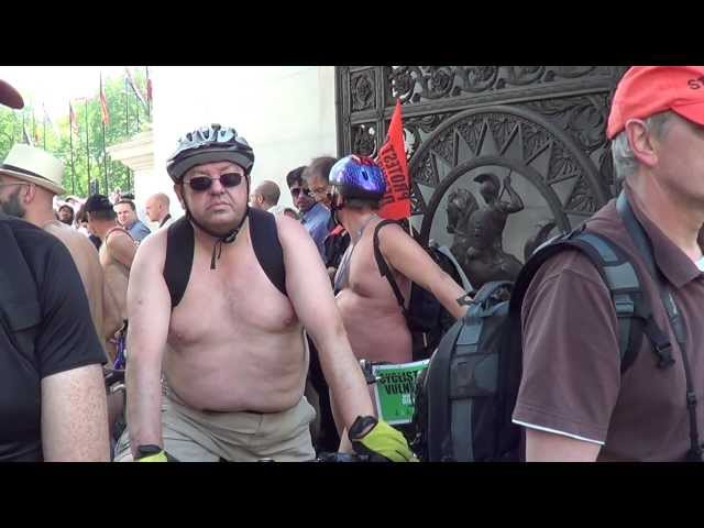 World Naked Bike Ride London 08-06-2013 -03