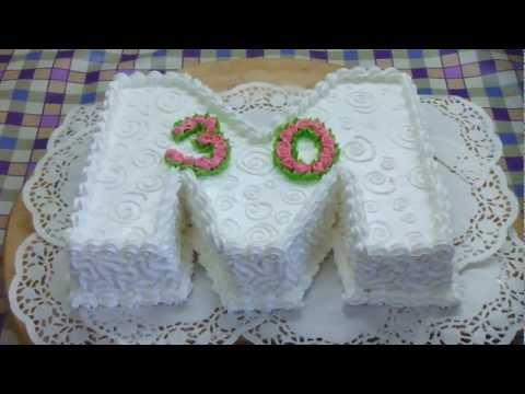 торт у формі букви М на 30 років