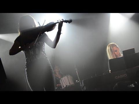 Смотреть клип Рок-хиты - Just Play (концерт в Москве) онлайн бесплатно в качестве
