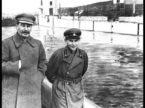 Сталин играет в шахматы.  Партия Сталин - Ежов