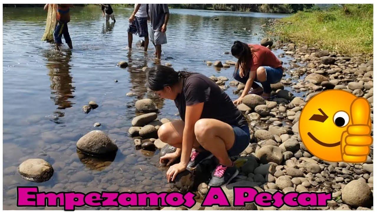 -Empezamos Agarrar Los Pescados Para Hacer La Fritada En La Orilla Del Rio-