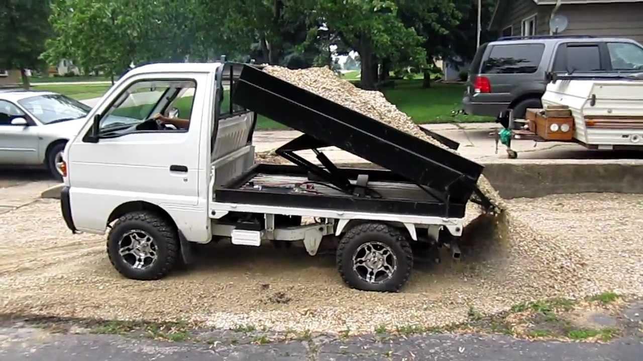 Suzuki Carry, Spreading Gravel, Www.woodysminitrucks.com