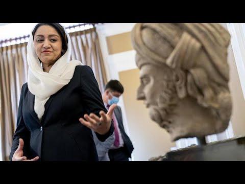 شاهد: أفغانستان تستعيد قطعا أثرية استولى عليها مهربون  - نشر قبل 14 دقيقة
