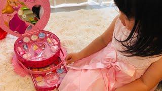 キッズメイクで可愛く変身!?隣の国のお姫さまとメイク遊びごっこ!Princess Kids Makeup Set Toy