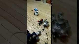 Robots???  esto es una invación Robotica XD jajaja
