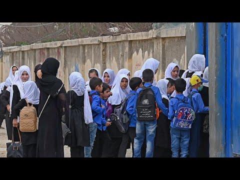 شاهد: عودة الفتيات إلى مدارس كابول وسط مخاوف بشأن حكم طالبان…