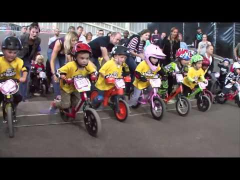 Cuộc đua xe đạp cân bằng bổ ích cho bé - BABY PLAZA