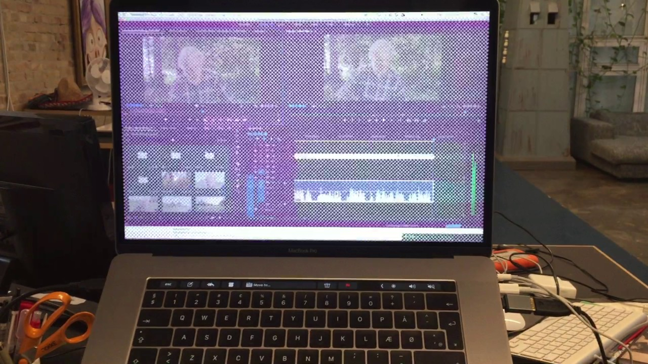 Graphics Glitch on Apple MacBook Pro TouchBar 2016