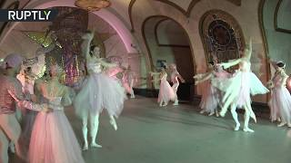Subway Stage: Kremlin ballet dancers perform in Moscow metro